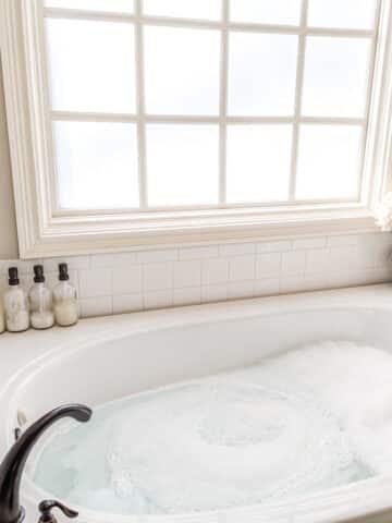 clean tub jets