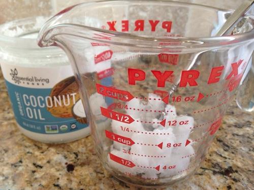 DIY-Coconut-Oil-Spray.jpg