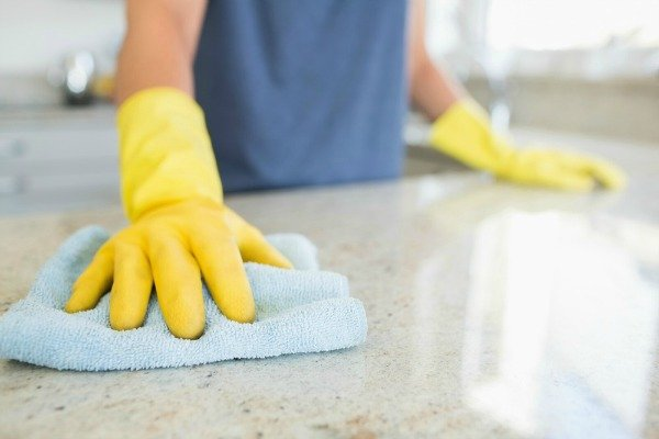 cleaning countertops with bleach