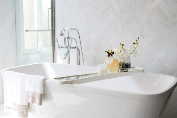 tips on deep cleaning the bathroom